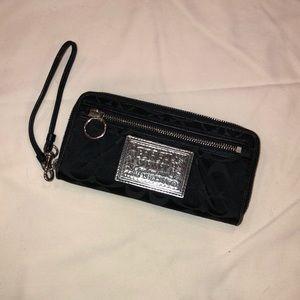 Black coach poppy wristlet wallet